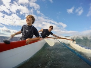 family canoe surfing in Maui